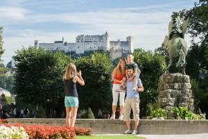 der_ausflug_in_die_nahe_gelegene_mozartstadt_salzburg_ist_für_die_ganze_familie_geeignet.